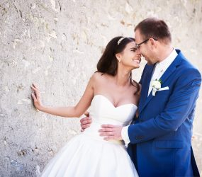 Romantická fotografia novomanželov