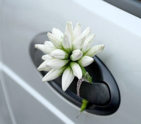 Svadobná výzdoba klučiek na aute