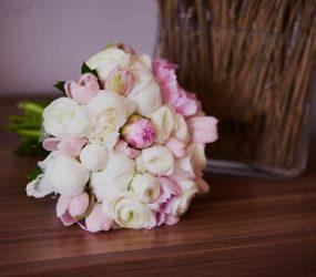 Svadobná kytica pivonky a ruže