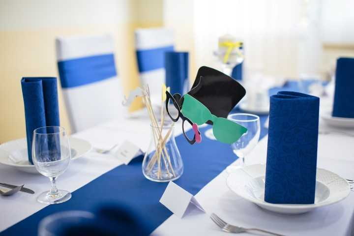 Modrá stužková dekorácia