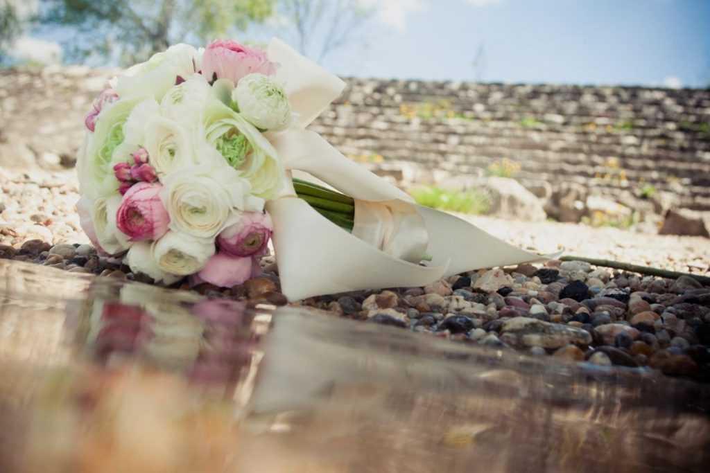 svadobna kytica ruzovo biela