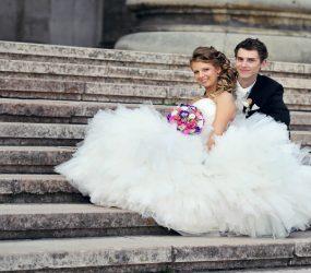 Svadobná fotografia na schodoch