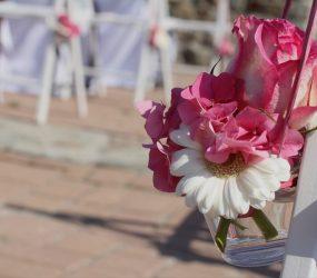 Kvetinová výzdoba vonku