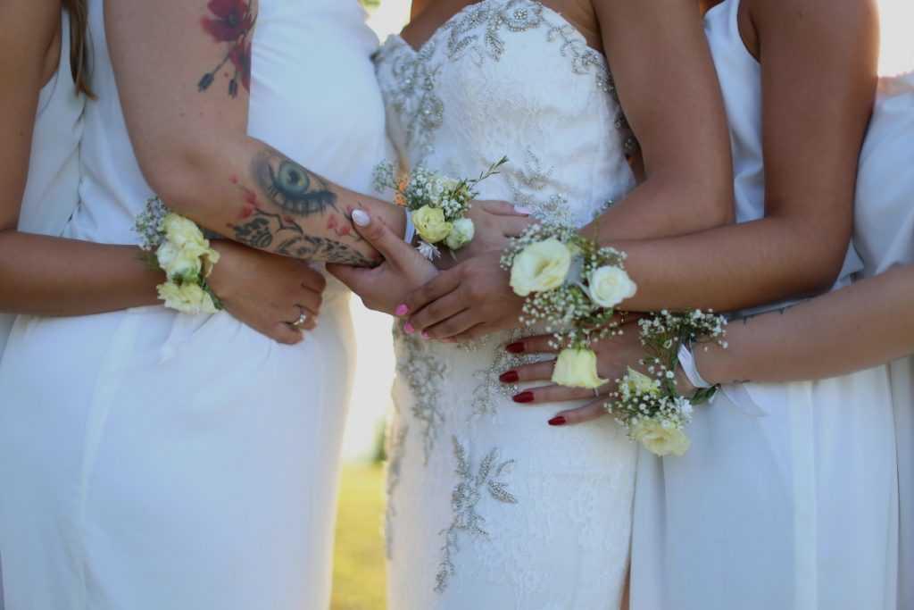 Kvetinové náramky na svadbu