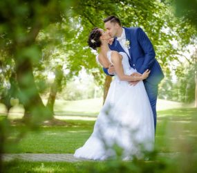 Novomanželia v prírode