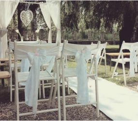 Svadobný obrad vonku v štýle vintage