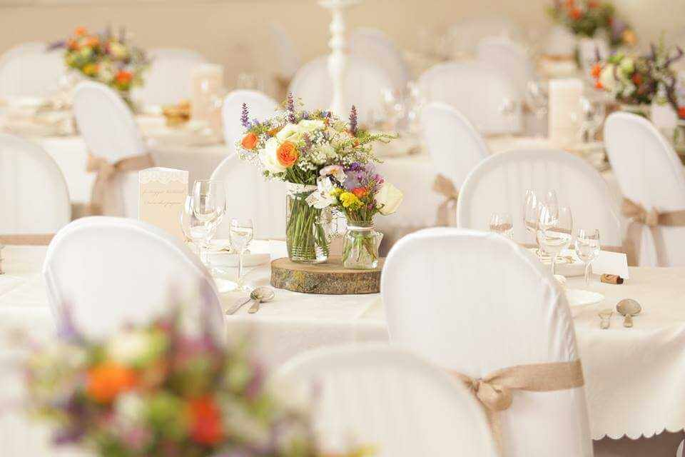Biela výzdoba svadobnej sály