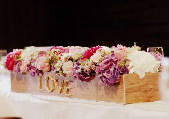 Kvetinová výzdoba stola