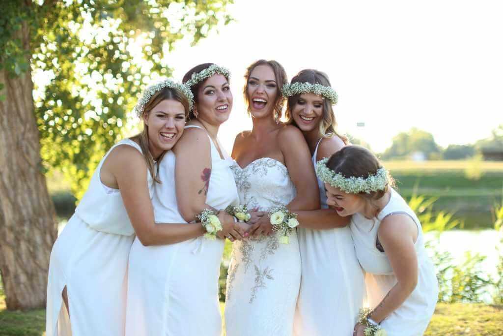 Svadobné foto nevesta a družičky