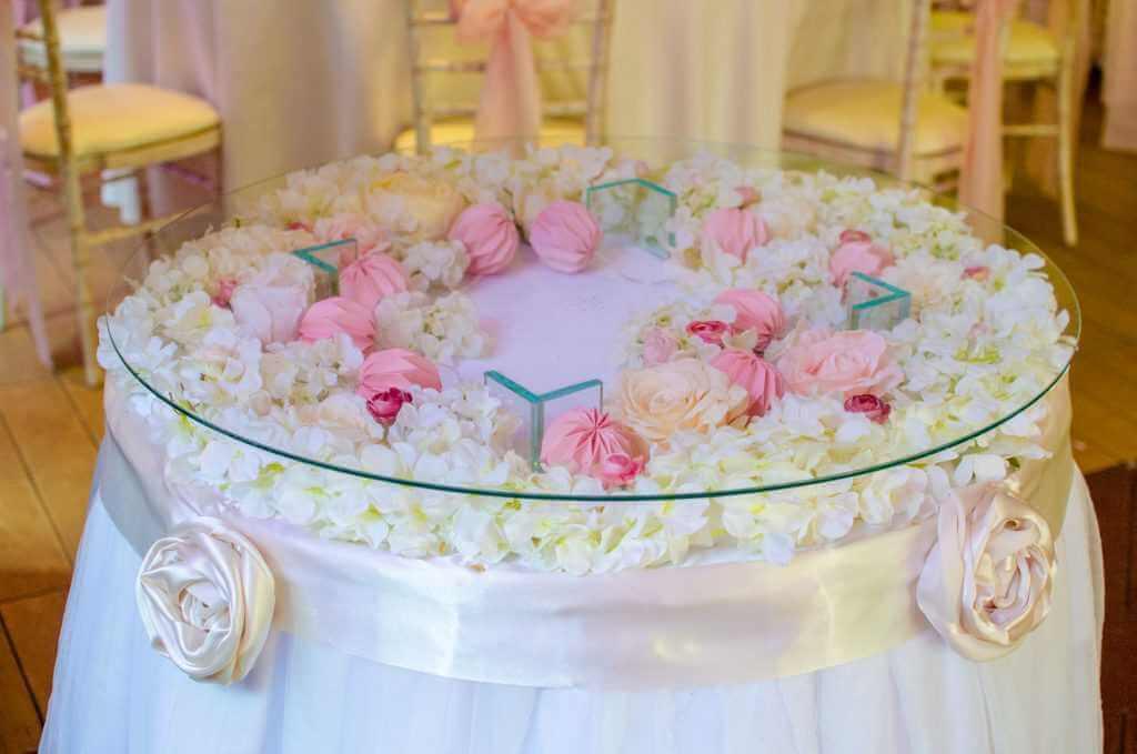 kvetinová výzdoba okrúhlych stolov Nitra