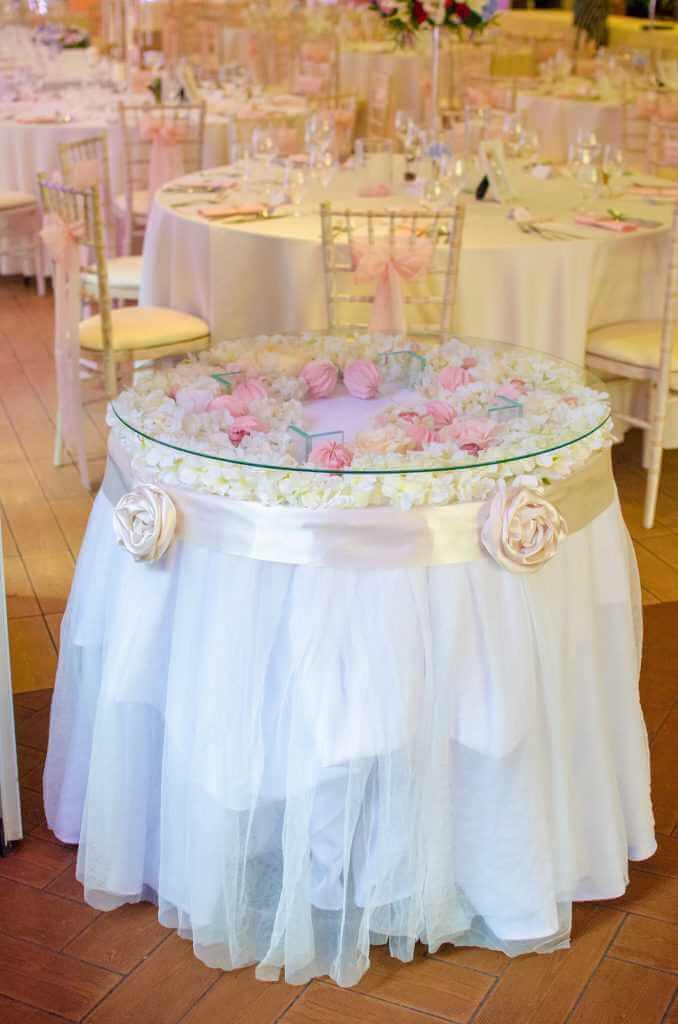 kvetinová výzdoba okrúhlych stolov Nové Zámky