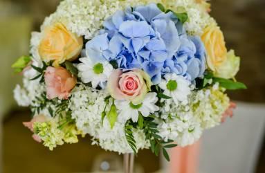 Modrá svadobná kvetinová výzdoba Nové Zámky