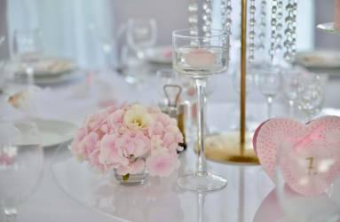 romantická ružová výzdoba na svadbu Nové Zámky
